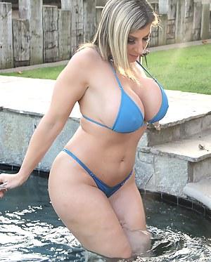 Big Boobs Bikini Porn Pictures